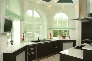 арочные окна на кухне