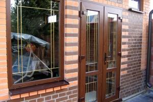 пластиковая дверь в частный дом