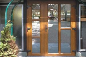 дверь ПВХ в частный дом