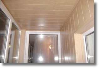 Отделка лоджии и балкона цветными пластиковыми панелями