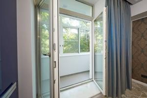Пластиковые двери на балкон №4