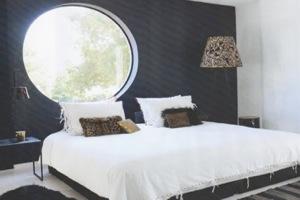 круглое окно в спальне