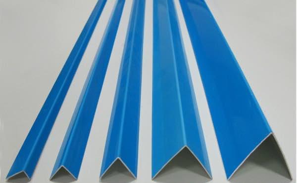 Пластиковый уголок ПВХ в защитной плёнке