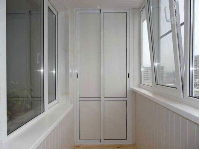 Тёплые распашные пластиковые окна для балкона