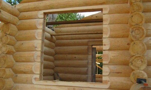 изготовление проёма в деревянном доме