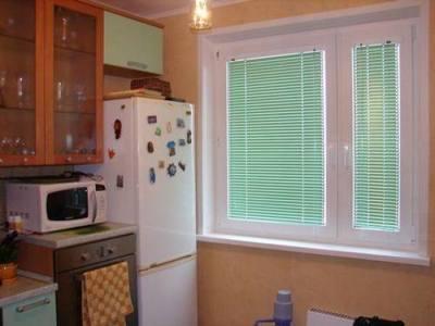 алюминиевые горизонтальные жалюзи на кухню