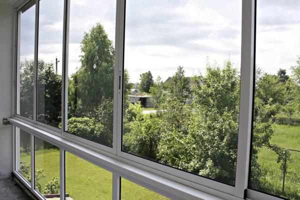 Холодное остекление балконов: преимущества и виды конструкций №3