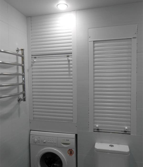 Сантехнические рольставни в туалете и их особенности №3