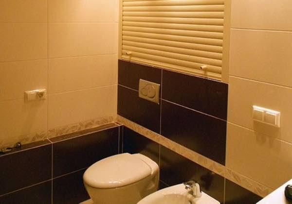 Сантехнические рольставни в туалете и их особенности №2